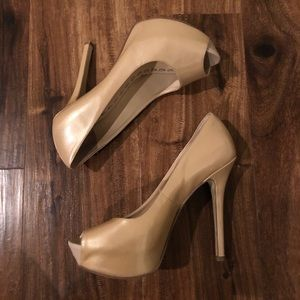 Enzo Angioli patent leather peep toe heels 6W
